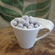 Icing Dusted Latte Chocolate covered beans (Item ID:25415)